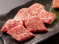 サシが入った甘みのある肉の旨みを堪能する『本日の特選国産牛(タレ/塩)』