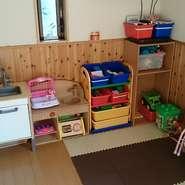 キッズコーナー、授乳室、オムツ替え台完備! キッズメニューも豊富! もちろん、お子様用の食器や椅子もご用意しております。お子様連れでのお食事なら、【D-Light】へ!