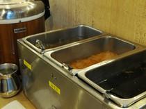 ごはん、味噌汁、スープ、カレーまで、お替り自由