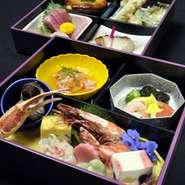 お寿司をメインとした定食をはじめ、ハンバーグやフライメニューもございます。   ただいま、平日ランチ限定で<ケーキとコーヒーor紅茶>を無料サービス中。 お食事後はゆっくりおしゃべりに華を咲かせてください。