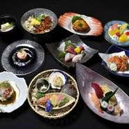 季節食材をたのしめる会席で贅沢な味でお食事をお楽しみいただけます。