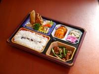 中華のおかずが沢山入ったボリュームのあるお弁当です。  ※前日までのご予約をお願いいたします ※2個からご予約承ります