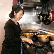故郷を遠く離れた夫に祖国の味を食べさせたい一心で始めたメキシコ料理。懐石料理をを通して身に着けた食文化の尊さを大切にしています。当店のメキシコ料理はメキシコ人も絶賛する本場の味を提供しています。