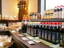 店で使っている醤油、めんつゆ等を販売。お土産、自宅用に好評