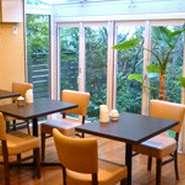 テーブル席ですが、個室のご用意も。 デート・記念日・接待などに… ※写真は個室ではありません