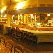 広々とした店内の中には、カウンター席も完備しております。大切な方とのお食事に是非ご利用ください。