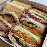 サンドイッチ各種、フレンチトースト、ケーキ、ドリンクのテイクアウト可能です!!くわしくはテイクアウトページにてご確認をお願いいたします。