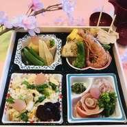 季節の食材を使った豪華な懐石料理のランチセットです。