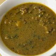 夏バテにもよく、胃腸をいたわる発酵野菜を使ったカレースープ。知る人ぞ知る裏メニューです。