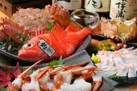 幻の魚、高級魚クエを存分にお楽しみください!  ・お刺身盛り合わせ ・海水ウニ ・蟹味噌の茶碗蒸し又はお椀 ・クエ鍋 ・白老牛と野菜の岩塩プレート焼き ・食事他  ※季節、仕入れによって内容が変更となります。