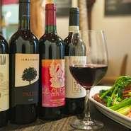 随時、50種類以上のワインが揃っています。ワイン通にはたまりません。料理の合わせて、おすすめを尋ねてみるのもおすすめ。お気に入りの一杯が見つかります。