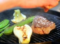 鹿児島産黒毛和牛ランプ肉のグリル。シンプルに塩とバルサミコで