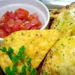 とうもろこしのチップとチーズをオーブンでとろとろに!! +300円でアボカドディップ付き