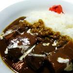 「トロトロっと」ビーフシチューのような感じが「ヤミツキに!!」 お肉たっぷり、贅沢なカレー。