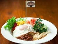 沖縄で人気のタコライス!! (タコス・ライス)ちょっとピリ辛をお楽しみください!! ポテトフライ付き