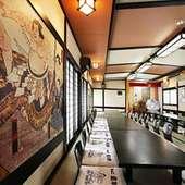 2階の大宴会場。壁には風情ある相撲の絵も!
