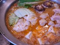 看板メニューの水炊きのスープに唐辛子と粒山椒でピリッと仕上げました!