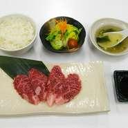 宝近江牛焼肉(部位は日替わり)とサラダ、スープにおかわり自由なライス。ちょとした腹ごしらえにどうぞ。