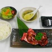 宝牧場で肥育した国産和牛焼肉(部位は日替わり)にサラダ、スープ、おかわり自由なライスでのおもてなし。