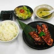 宝牧場牛焼肉(バラ・モモ)とサラダ、スープ、おかわり自由のライス。シンプルでも食べ応えあり。