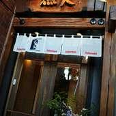 レンガの風情がお出迎え。隠れ家的お店です。