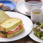 各セットに、スープ・サラダ・クッキー・珈琲 or 紅茶が付いております。
