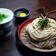 伝統の味わい、こだわりの蕎麦をお楽しみ下さい。 ※写真は、ざるそば(600円)