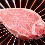 A5黒毛和牛雌牛『シャトーブリアン』を使用。最上級部位フィレ肉のさらにその中心部分にある、ほんの一握りの部位。一頭の牛に対して2割ほどしか得られない希少な部位を、じっくり味わってみてはいかがでしょう。
