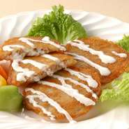 "Potato pancakes ""DRANIKI"" without meat 生のジャガイモをすりおろし、外側をカリカリに焼いた料理です。"