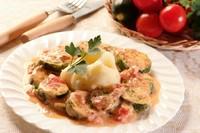 Zucchini sauteed in sour cream sauce