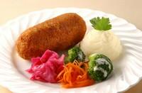 Kiev style chicken cutlet. 切ると中から熱々のハーブバターソースが流れ出るウクライナの伝統料理