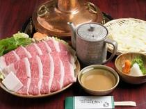 1階のレストランでも特選松阪牛のしゃぶしゃぶを味わう事が可能
