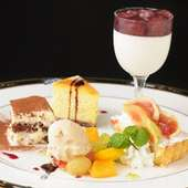 様々なデザートをご用意。美味しい食事の後のもう一つのお楽しみ