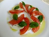 フルーツトマトとモッツアレラチーズの定番メニュー