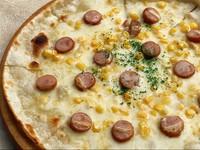 トマトソースベースに青森県産の美味しいニンニク・オレガノ・バジル  プラス100円(110円税込み)でチーズのせもございます。