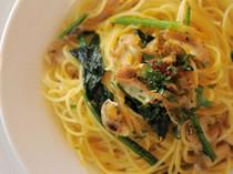 真つぶ貝と法蓮草のスパゲッティボッタルガがけ
