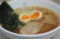 鶏がら豚骨ベースのだしを丁寧にとった清湯が決め手の、あっさりとした醤油ラーメンです。毎日食べても飽きのこない味です。