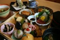 膳(小鉢四種・造り・焼物)・天ぷら・蒸物・飯(汁物・漬物)・デザート・コーヒー