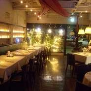イタリアのベニスの港の倉庫街にあるようなレストランで恋の勝負を! 四葉のクローバーの意味のクワトロ・フォリオでお待ちしています。きっと良いことがあることでしょう…