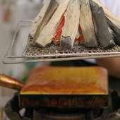 炭火でじっくり焼き上げる、自慢の玉子焼きは特筆の旨さ