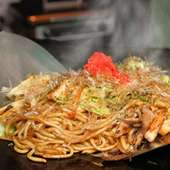 魚介類と豚肉、野菜がたっぷり入った「ミックス焼きそば」