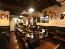 昭和初期の古民家を改造したレトロな雰囲気の店内
