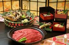 郷土料理会席の朴葉焼が信州牛の朴葉ステーキにUPしたコースです。改まった席に御利用頂いております。