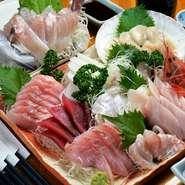 自ら市場に出向き仕入れる鮮度抜群の「魚介」、地元白河の農家より仕入れる「野菜」など、選りすぐりの食材を使用。素材の味わいを大切に仕上げた多彩な料理をお楽しみいただけます。