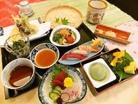 ざるうどん・天ぷら盛り合わせ・刺身・握り寿司・小鉢・サラダ・デザート