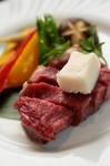 「松阪牛の釜飯ご膳」をご注文のお客様にはお好みで、石焼きステーキメニューを10%割引で追加可能です。