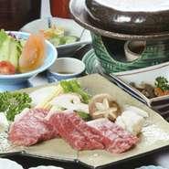 小鉢、松阪牛石焼ステーキ、焼き野菜、ご飯、赤だし、サラダ、デザート(御飯はおかわり自由です。)注)数量限定につき、ランチ、ディナーどちらとも「2日前までの予約限定」とさせていただきます。