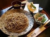サクサクミニサラダに天ぷら、そば、さらにデザートが付いて色々なお味が楽しめるお値打ち設定です。