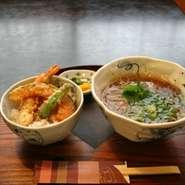 ミニ丼・炊き込みご飯を中心に2~3日ごとに内容を更新、 ざるそば又はかけそばとのお値打ち設定です。