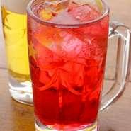 北海道産赤紫蘇使用の『力』オリジナルのレッズサワー。レッズの勝利を願って乾杯!